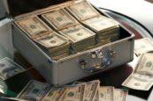 Koffer mit Geld beim Sportwetten Buchmacher